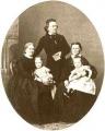 Eduard Mörike mit seiner Frau, seiner Schwester und seinen beiden Kindern (um 1860)