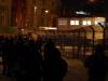 Parkschützer sammeln sich vor GWM Tor links