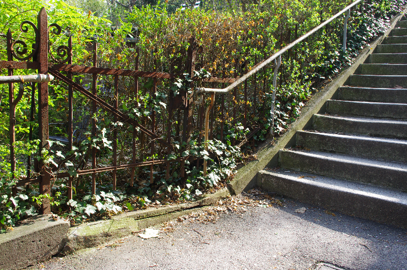 Stäffele Geländer- alter Zugang